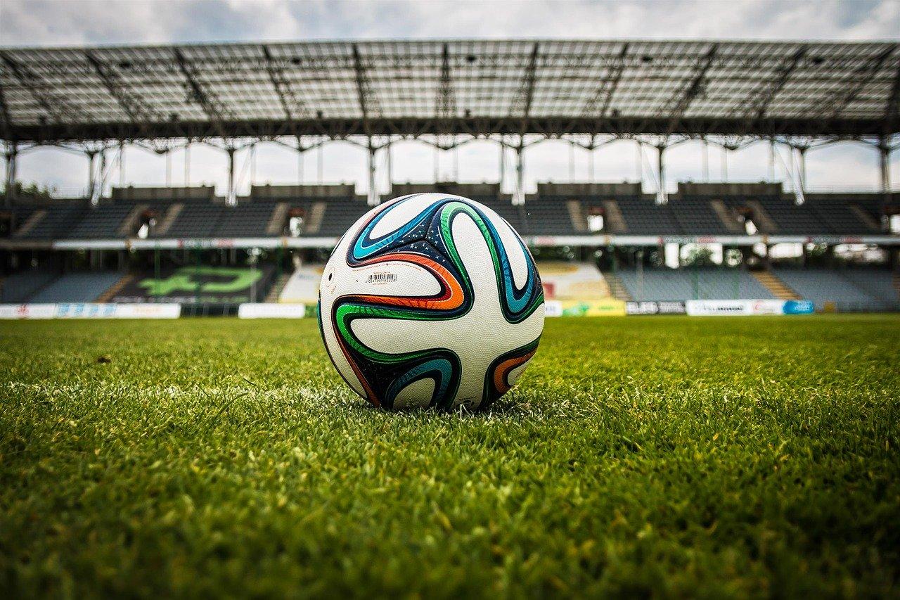 ballon de foot dans un stade