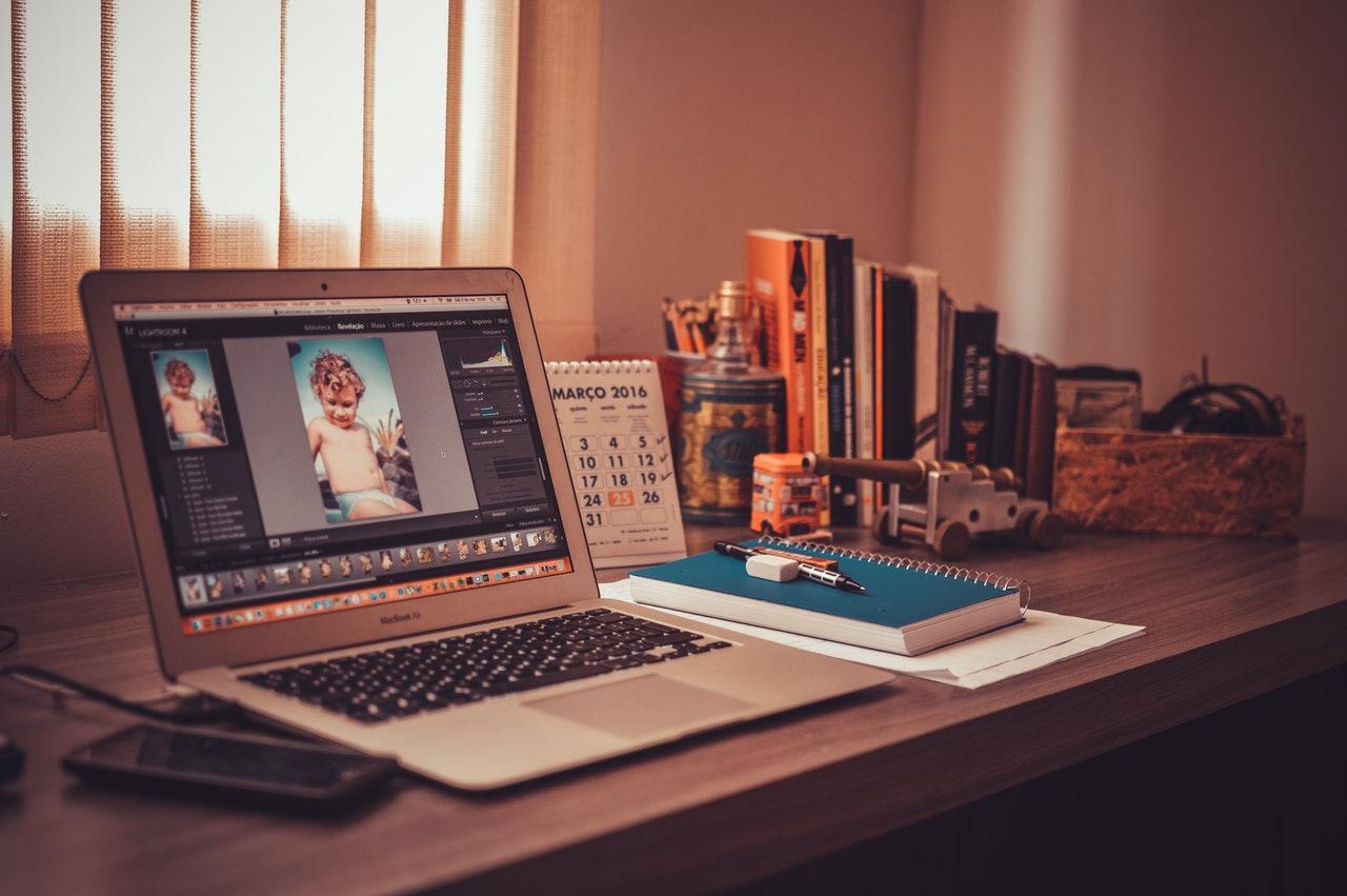 Ordinateur, logiciel photoshop pour retouche photo