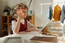 5 Bonnes Raisons de Choisir les Étiquettes Autocollantes pour les Outils informatiques de votre Enfant